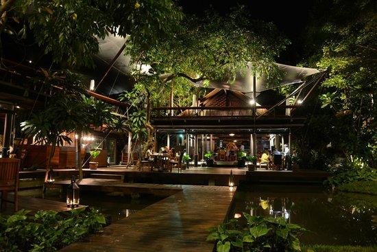 The Tubkaak Krabi Boutique Resort : Night dining view