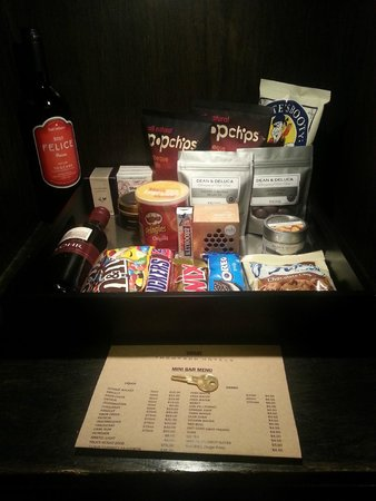 Gild Hall, a Thompson Hotel: Mini Bar; takes up needed storage space...