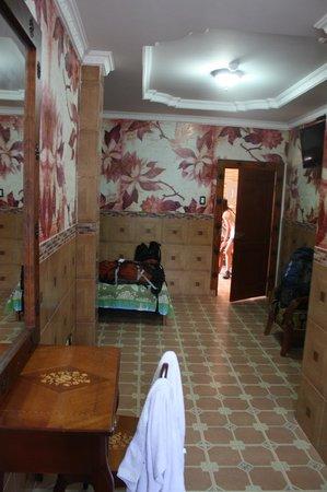 Hostal Suites Madrid : Habitación a la calle