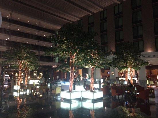 Novotel Bangkok Suvarnabhumi Airport: Lobby with the restaurants