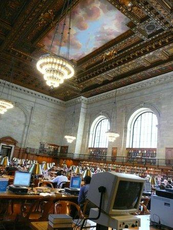 New York Public Library: Espacio....(las compus no estan acordes a la época de su construccón...). .