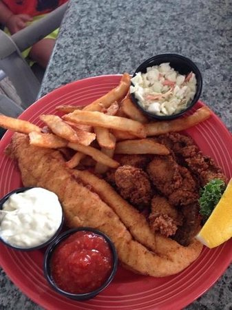 Conch Cafe: fried flounder & oysters