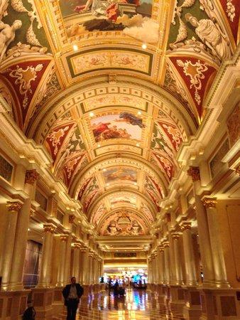 The Venetian Las Vegas: El camino al casino