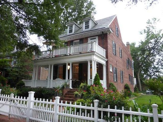 Museum District Bed & Breakfast: Museum House B&B from Grove Ave.