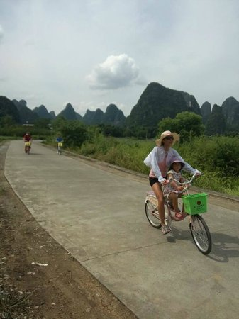 Yangshuo Private Tour-Day Tour : David family cycling at Yangshuo.