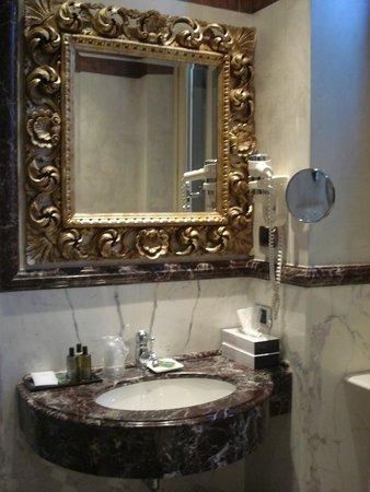 Hotel San Anselmo: Bathroom