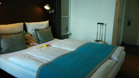Motel One Berlin-Hauptbahnhof: in the room...