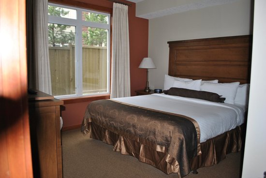 Blackstone Mountain Lodge: One of two bedrooms in this suite