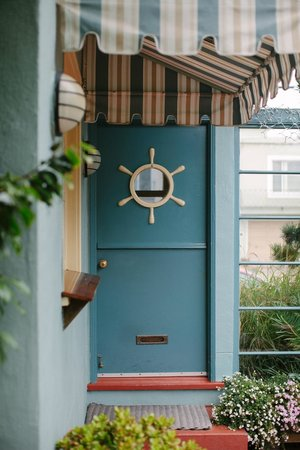 Ocean Park Motel : Vintage, nautical decor //  office
