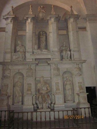 San Pedro Encadenado (San Pietro in Vincoli): Monument by Michaelangelo featuring Moses.