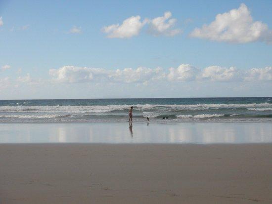 Playa Famara: Зеркальное отражение на пляже Фамара