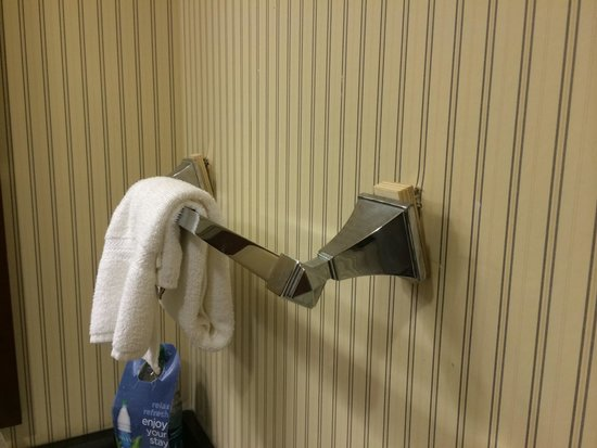 Sheraton Harrisburg-Hershey : Towel rack falling off wall