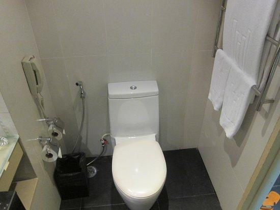 Millennium Resort Patong Phuket: Toilet