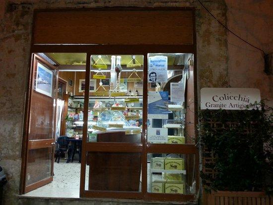 Pasticceria Colicchia: Colicchia, esterno