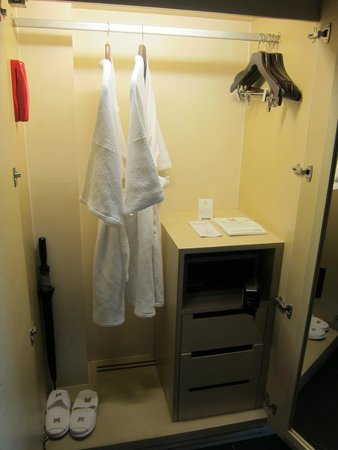 Millennium Resort Patong Phuket: Hangers, Safe, Umbrella, Bath robe , Bath slippers