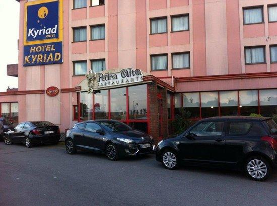 Kyriad Orly Aeroport - Athis Mons : restaurant d'en bas