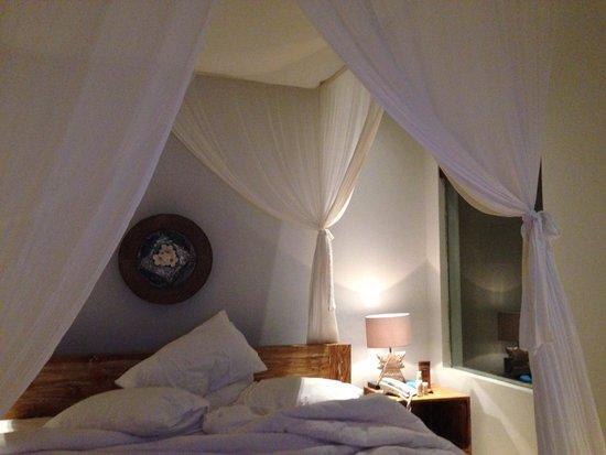 Anulekha Resort  and Villa : My lovely villa room. Canopy bed heaven!