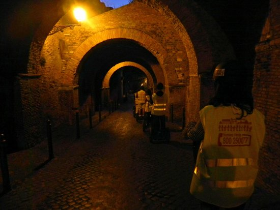 Rome by Segway : Segwaying through some passages