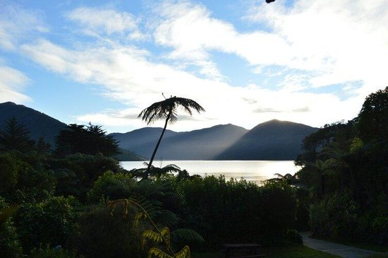 Mahana Lodge: Sunrise from the lodge while having breakfast.