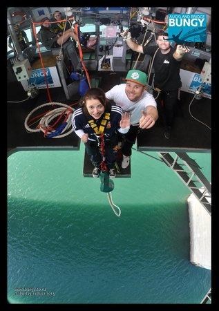 Auckland Bridge Bungy - AJ Hackett Bungy : freaking out!!!