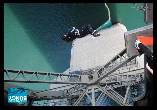 Auckland Bridge Bungy - AJ Hackett Bungy : the jump