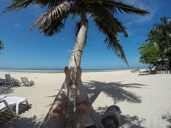 Sabaii Bay Resort: Relax in a hammock and forget all your troubles.....