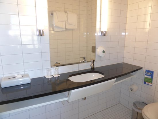 Park Inn by Radisson Oslo: Bathroom