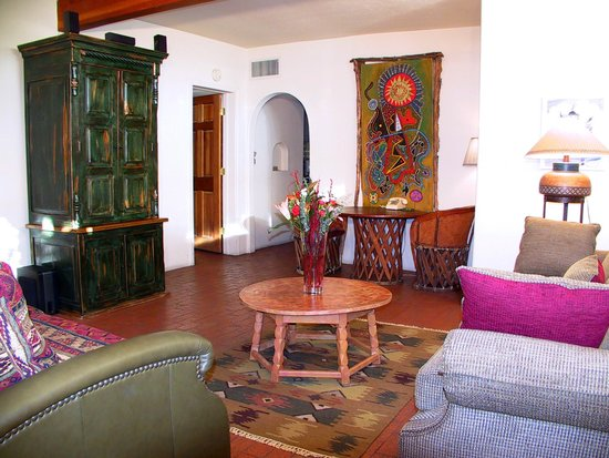 Casas de Suenos Old Town Historic Inn: Kachina Living Room