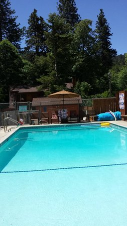 Sleepy Hollow Cabins and Hotel: Pool- clean and refreshing
