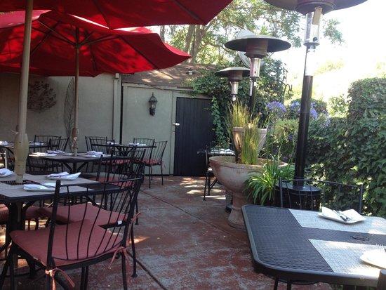 Willi's Wine Bar : outdoor patio