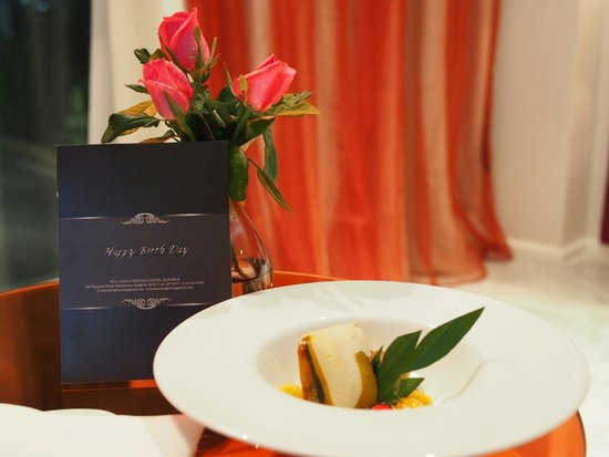 Hua Chang Heritage Hotel : Birthday wishes and complimentary thai dessert from hotel. Staffs take note of guests returning