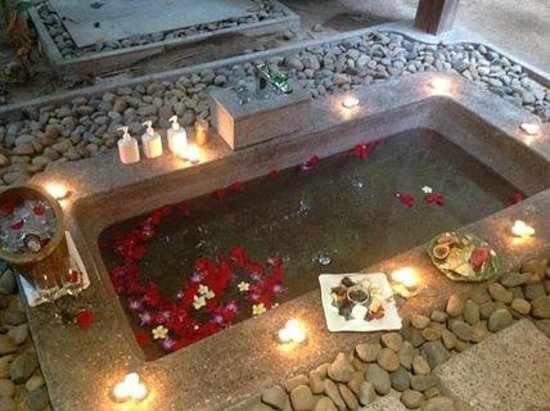 An Lam Ninh Van Bay Villas: Treat yourself to the Vietnamese scented floral bath - YUMM