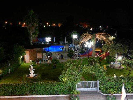Giardino di notte foto di hotel marina roseto degli abruzzi tripadvisor - Hotel giardino roseto degli abruzzi ...