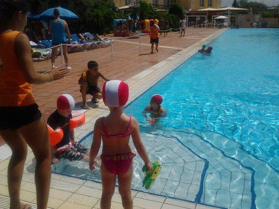 Torre Macauda: miniclub in piscina