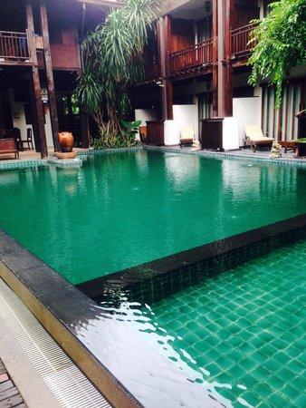 Yantarasiri Resort: The pool