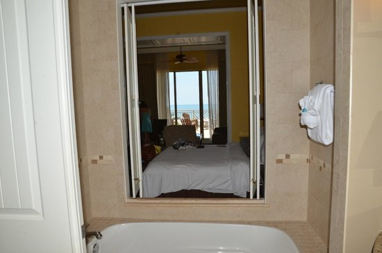 Sandpearl Resort: View from bathroom