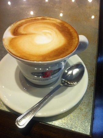 Caffe Titano : Cappuccino:)