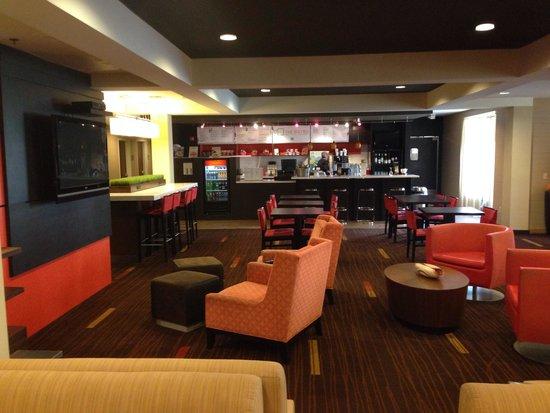 Courtyard Pensacola : Relaxing lobby