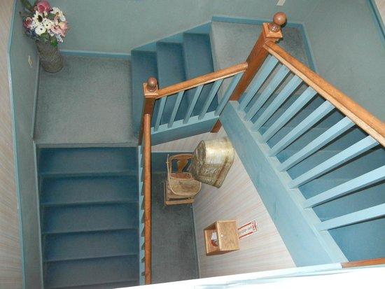 Gold Hill Hotel: Stairway