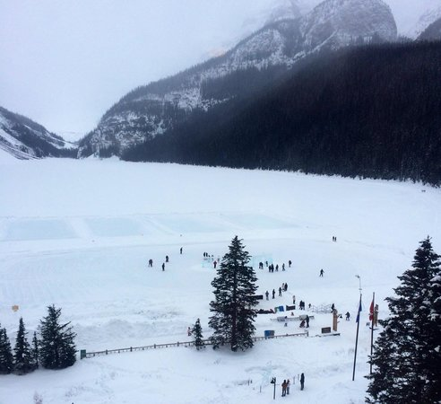 Fairmont Chateau Lake Louise: Hockey rinks!