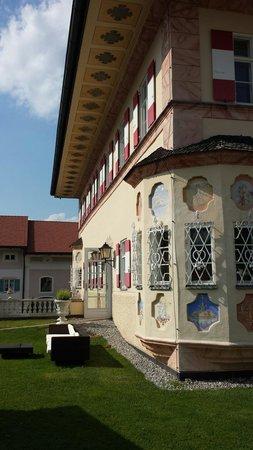 Residenz Heinz Winkler: Fassade auf der oberen Terasse