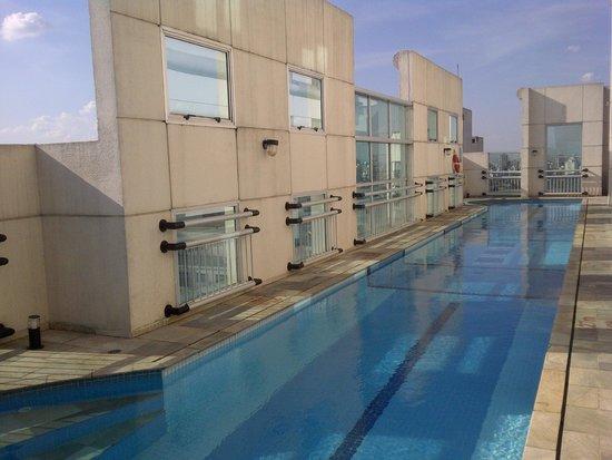 Comfort Suites Oscar Freire: Couloir de nage au 15ème étage