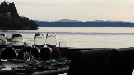 Ray's: Wonderful view, even from one table away from the window!