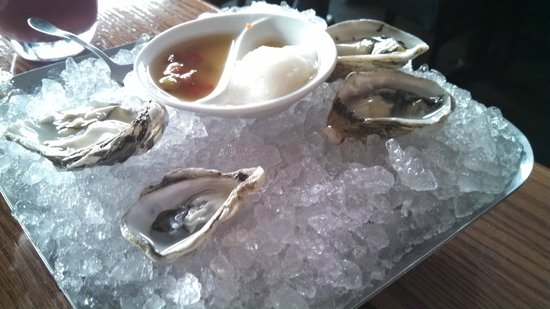 Ray's: Super fresh oysters