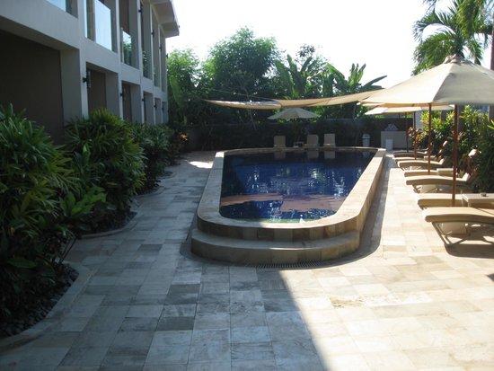 """The Lovina: vores """"egen"""" pool"""