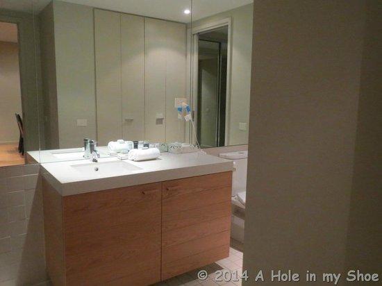 The Sebel Residences Melbourne Docklands: Clean bathroom
