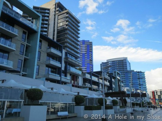 The Sebel Residences Melbourne Docklands : Handy to restaurant, shops and cafes