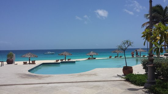 Frangipani Beach Resort: view of pool and beach