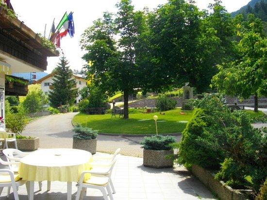 Hotel Rodes: the garden
