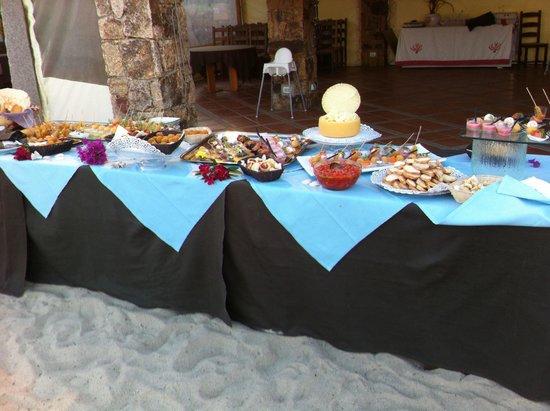 Hotel Resort & SPA Baia Caddinas : Finger food e grigliata del mercoledì sera